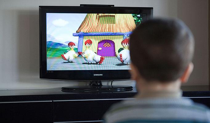 Obesità infantile: prevenirla tenendo spenta la tv in camera
