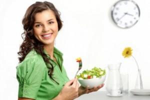 Piccoli digiuni per perdere peso: ecco perché conta tanto l'orario del pasto