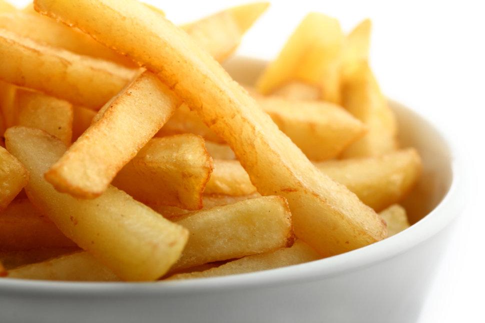 Mangiare cibo spazzatura? Può dipendere dalla bassa autostima, ecco perché…