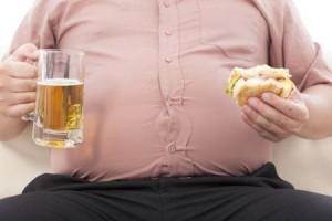 """Obesità: il peggior """"compagno""""? L'alcol! Ecco perché"""